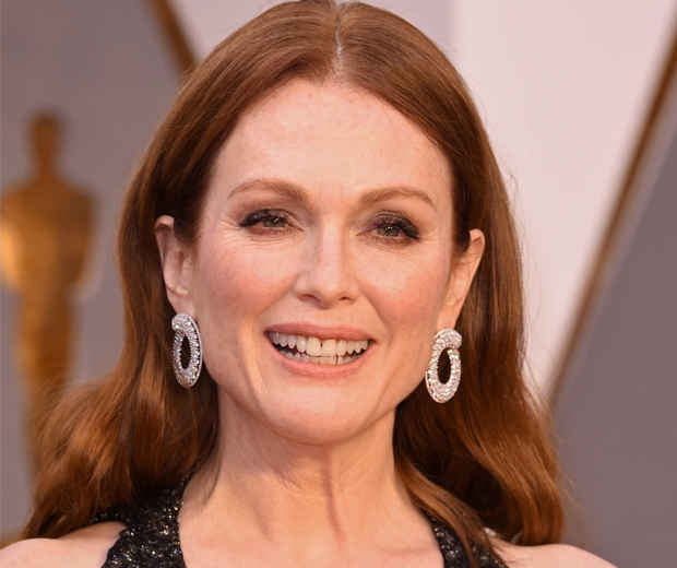Julianne's Glowing Skin at the Oscars 2016