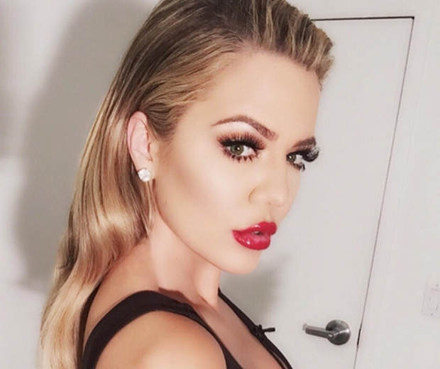 So This Is Why Khloe Kardashians Lashes Look So Good Look