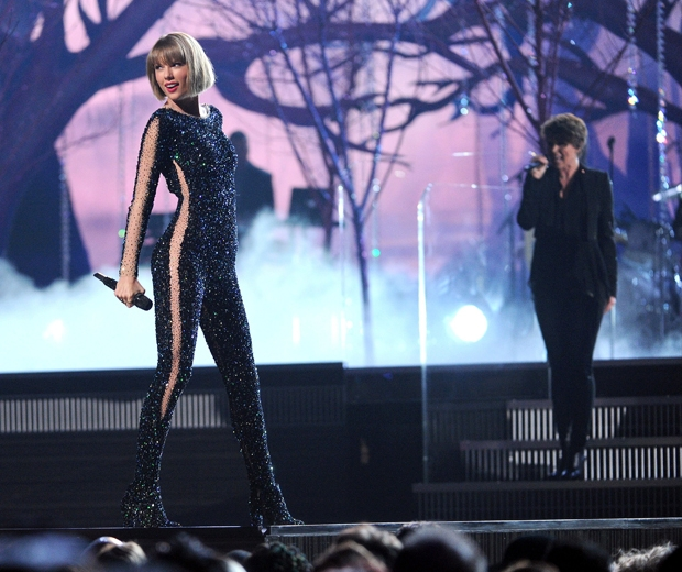 taylor swift performing at the 2016 grammys