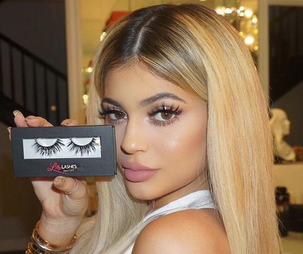 kylie jenner fake eyelashes