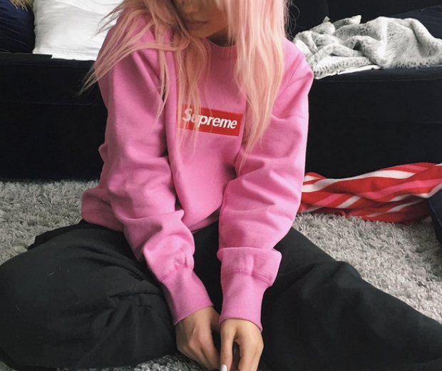 kylie jenner in a pink sweatshirt with pink hair