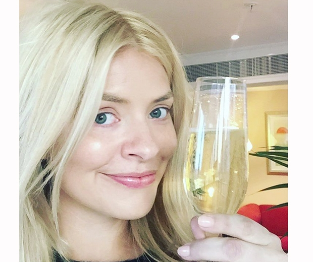 holly willoughby this morning no makeup