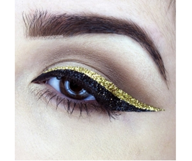 Huda-Kattan-Stick-On-Winged-Eyeliner