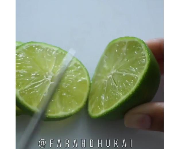 Farah-Dhukai-lime-juice-deodorant-demo