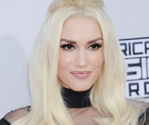 gwen-stefani-dark-eye-makeup