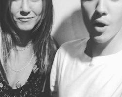 Justin Bieber Posts Selfie With Jennifer Aniston, 2015