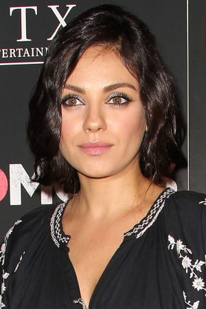 Mila Kunis Stuns With A New Wavy Bob (But It's Only Faux) At The Bad Moms Premiere, 2016