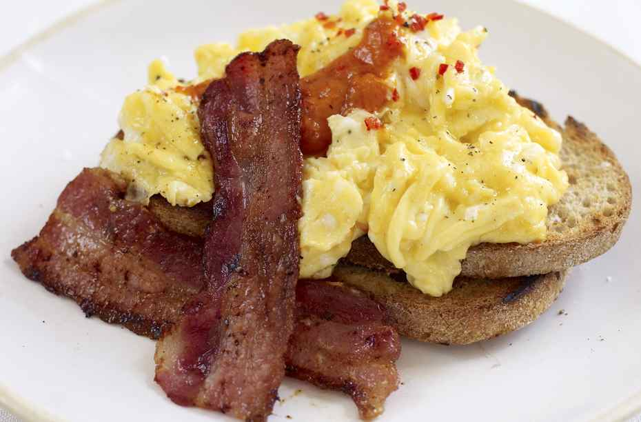 Jamie Oliver S Spicy Scrambled Eggs And Crispy Bacon Breakfast Recipes Goodtoknow
