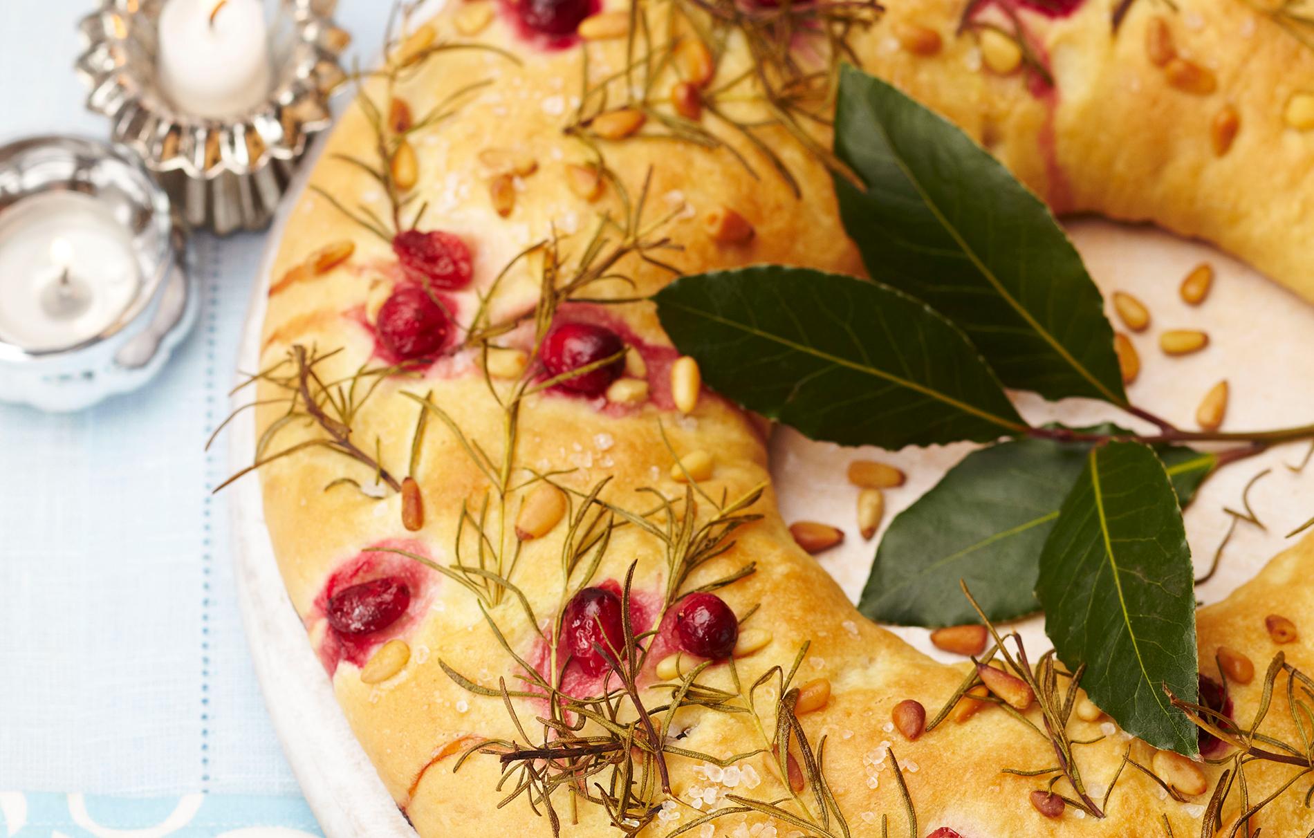 Christmas Bread.Christmas Bread Wreath