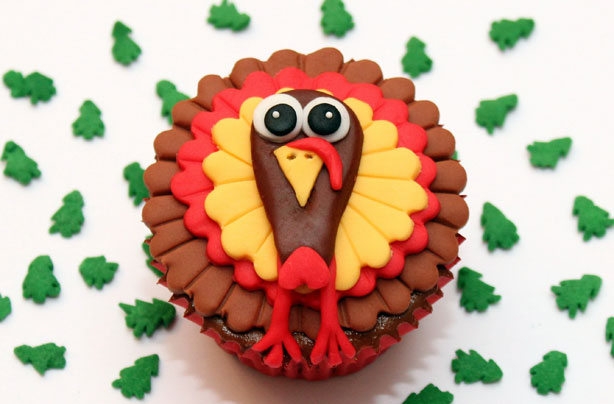 These cute little turkey cupcakes will make the perfect addition to a Thanksgiving feast