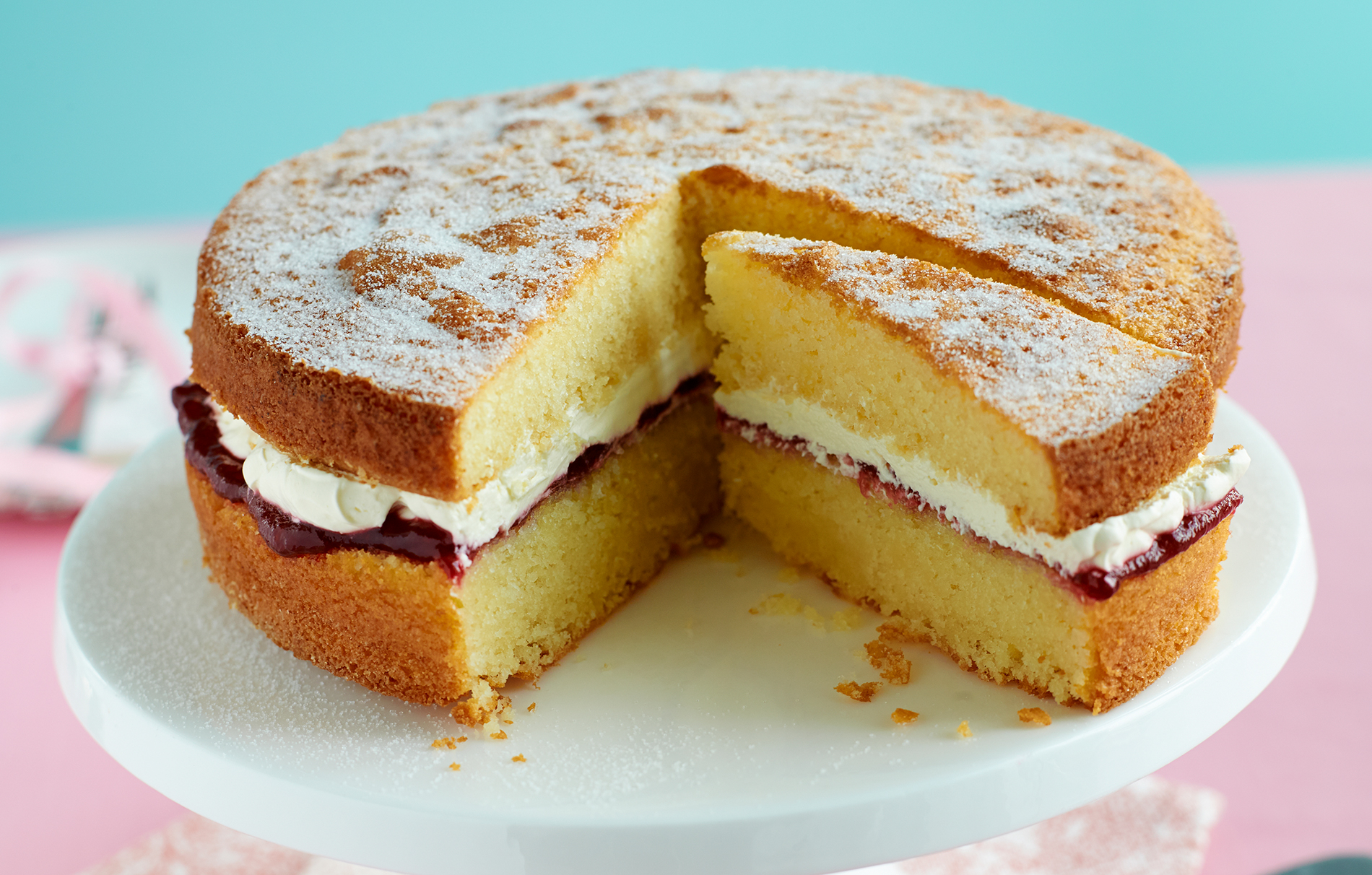 Pleasant Gluten Free Sponge Cake Baking Recipes Goodtoknow Funny Birthday Cards Online Benoljebrpdamsfinfo