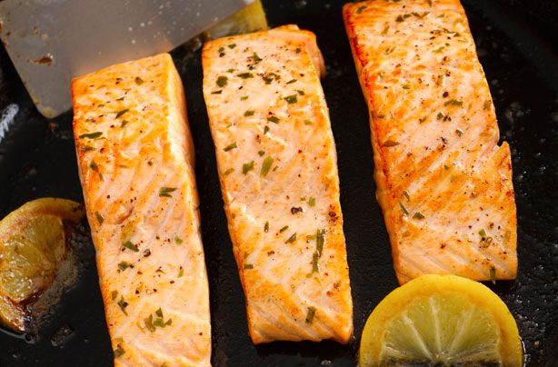 How to cook salmon steak on a pan