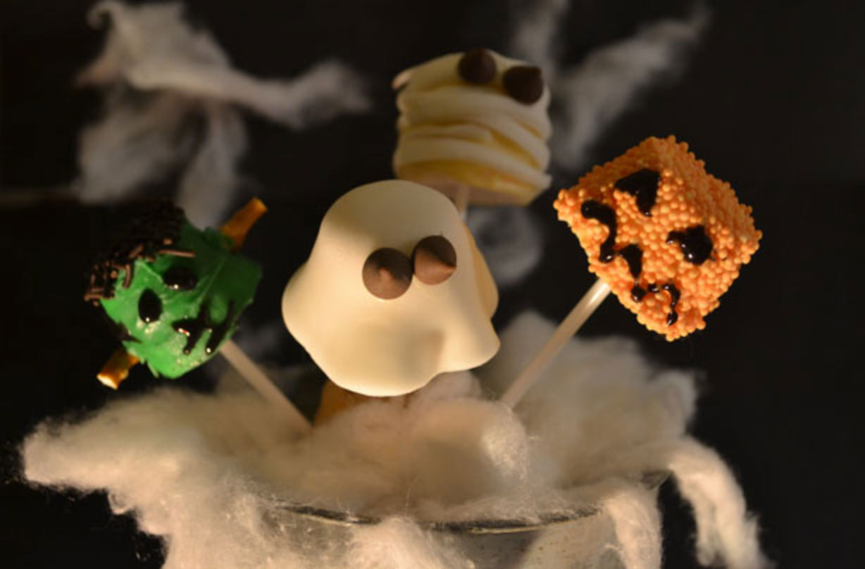 Enjoy getting messy with this fun Halloween marshmallow pops recipe