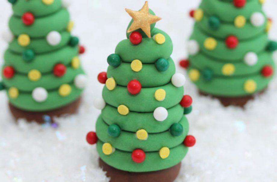 Christmas Tree Cake.Christmas Tree Cake Decorations