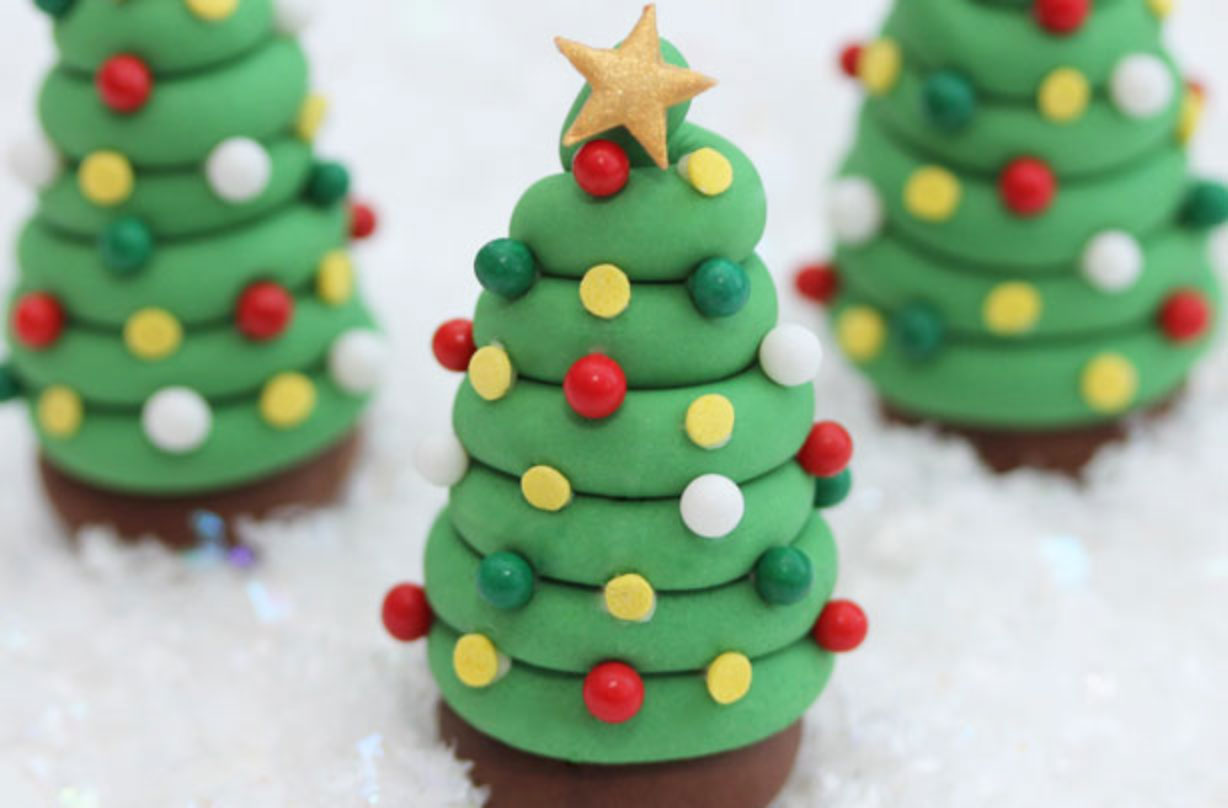 Christmas tree cake decorations