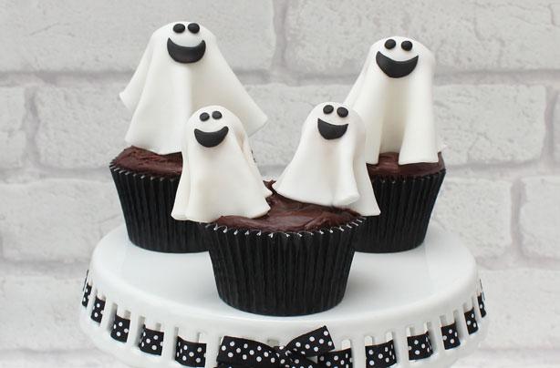 La taverne de la non-vie - Page 26 Halloween-ghost-cake-decorations