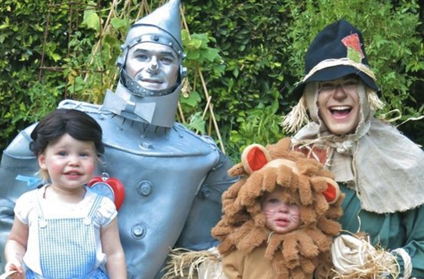 actor neil patrick harris is the king of cute family halloween costumes just look at that cowardly lion