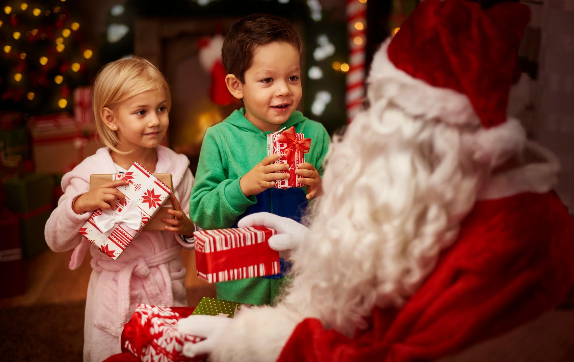 Is Santa real? How to make the kids believe in Santa