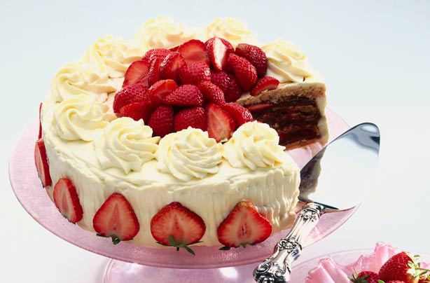 Mary Berry S Strawberry Cake Recipe Goodtoknow