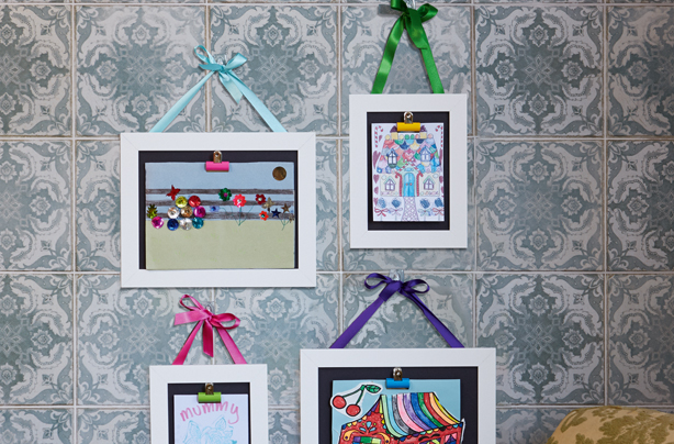 How to make a ribbon picture frame