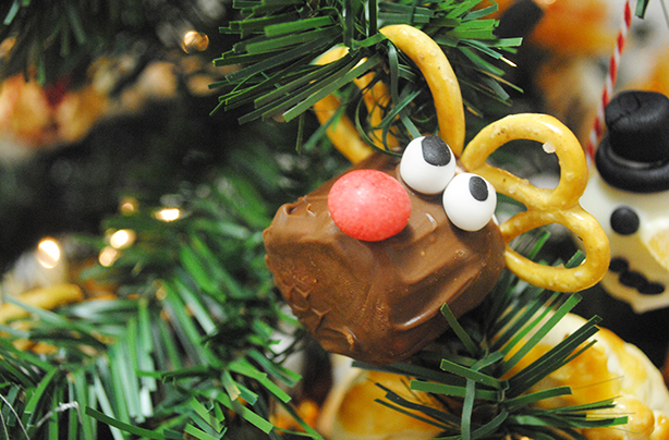 Edible Christmas decorations: a Christmas tree you can eat!