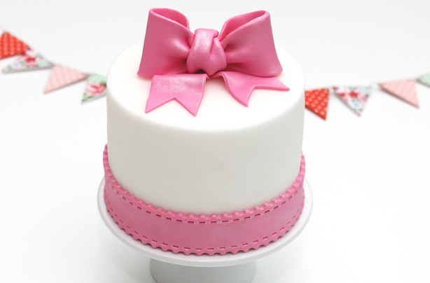 20 Easy Ways To Decorate A Cake