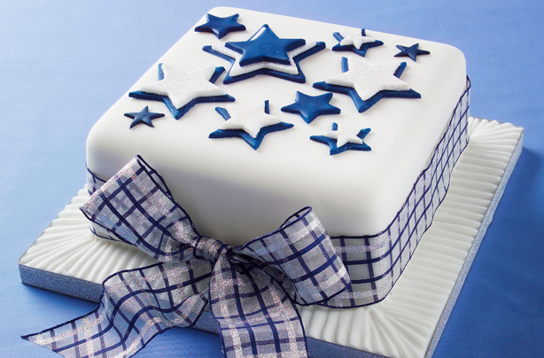 Star design Christmas cake & 42 Christmas cake ideas | GoodtoKnow