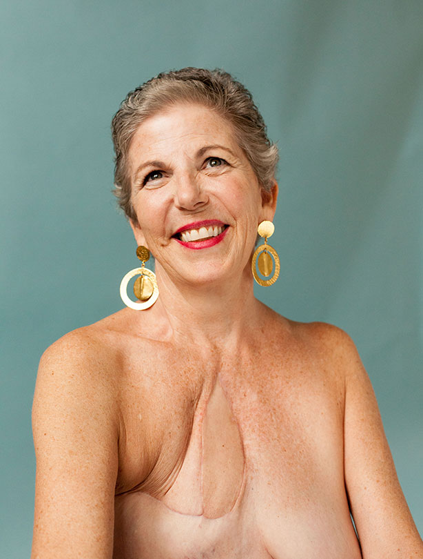 Nackte Frauen Mit ScheuNen Brüsten