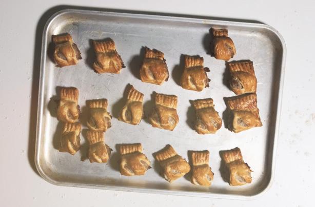 how to make homemade sausage rolls