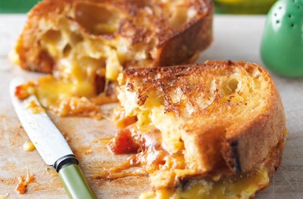 Recipe for a hot sandwich of muffin and cheese biscuit