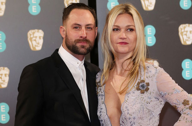 Julia Stiles Confirms She S Expecting Her First Child With