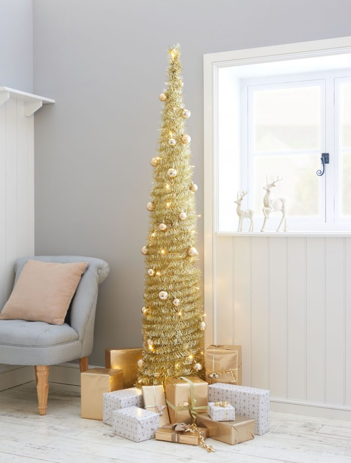 Pre Lit Pop Up Christmas Tree Uk.Best Artificial Christmas Trees 2018 Goodtoknow