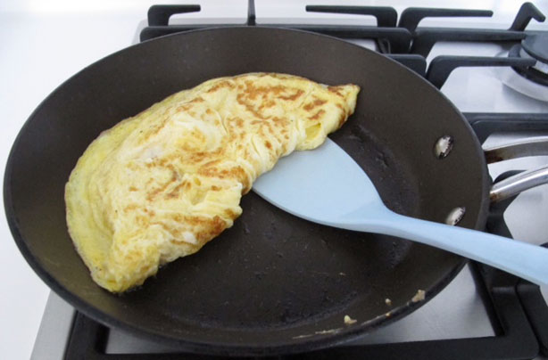 Simple ways to make omelet