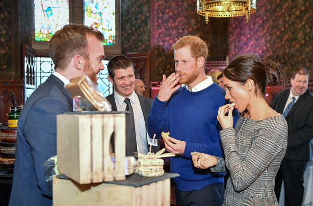 Meghan Markle Wedding Cake.Iceland Is Selling A Dupe Of Prince Harry And Meghan
