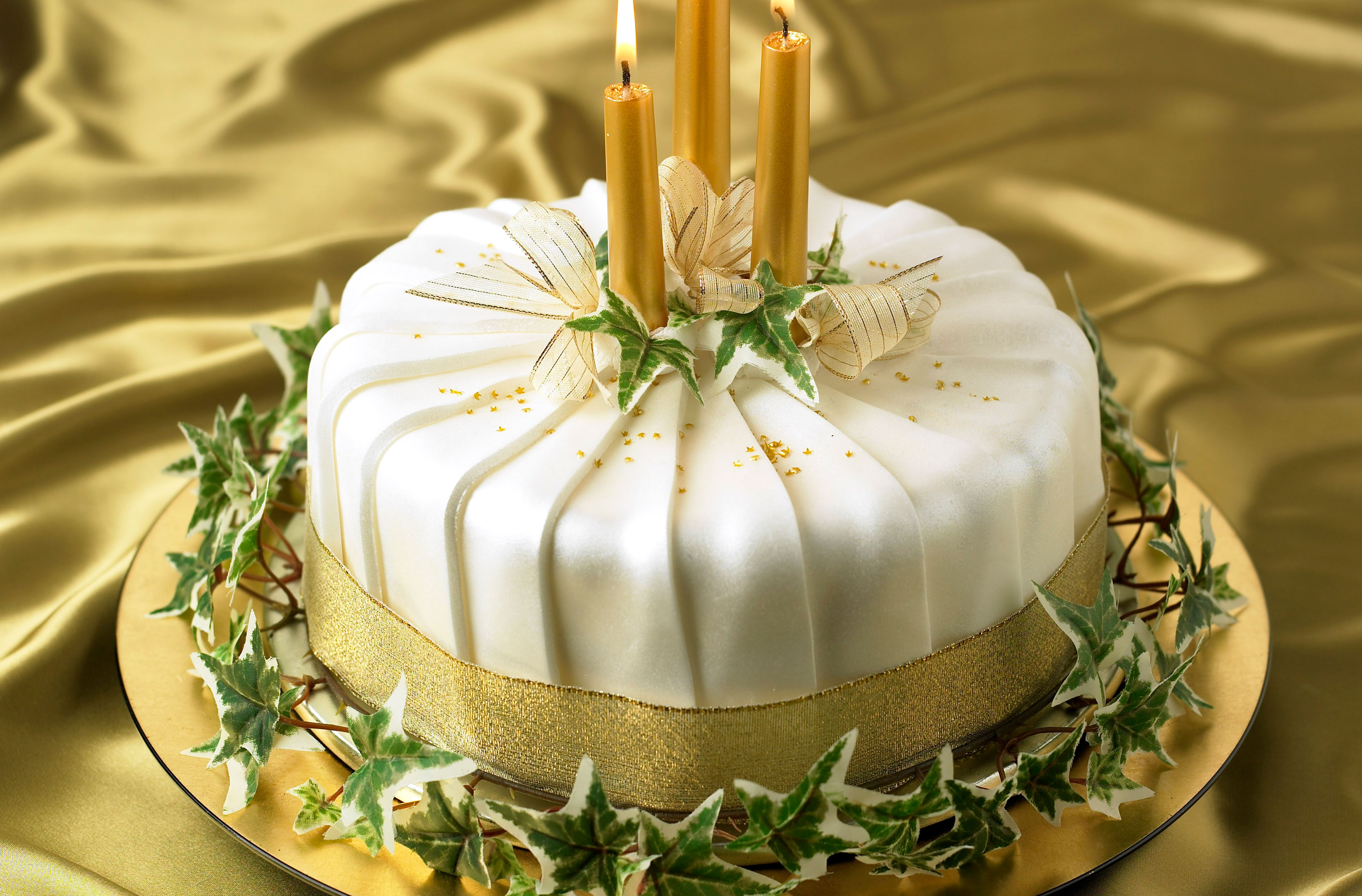 Christmas Cake.Pleated Shimmer Christmas Cake