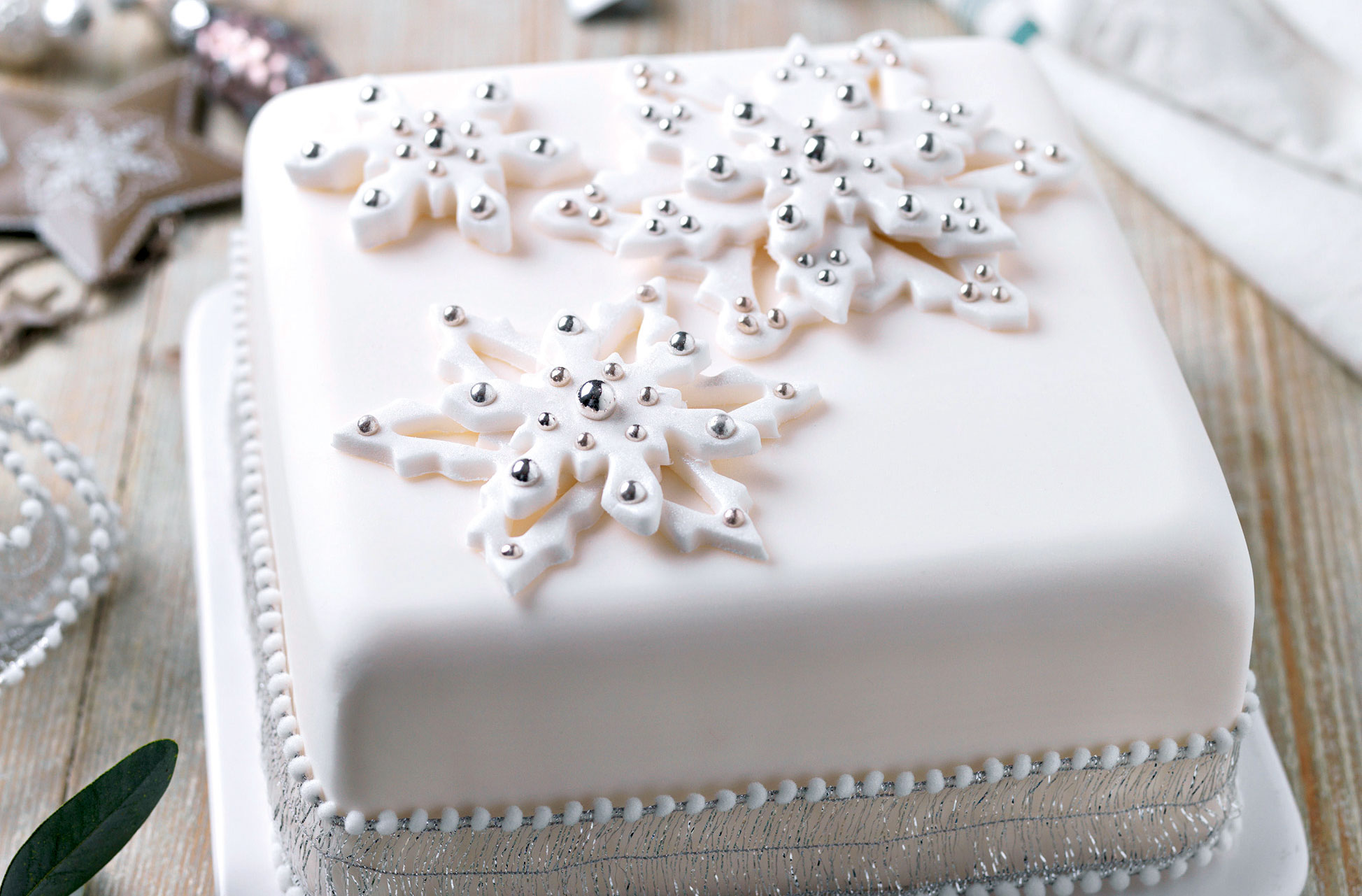 Snowflake Christmas Cake Dessert Recipes Goodtoknow