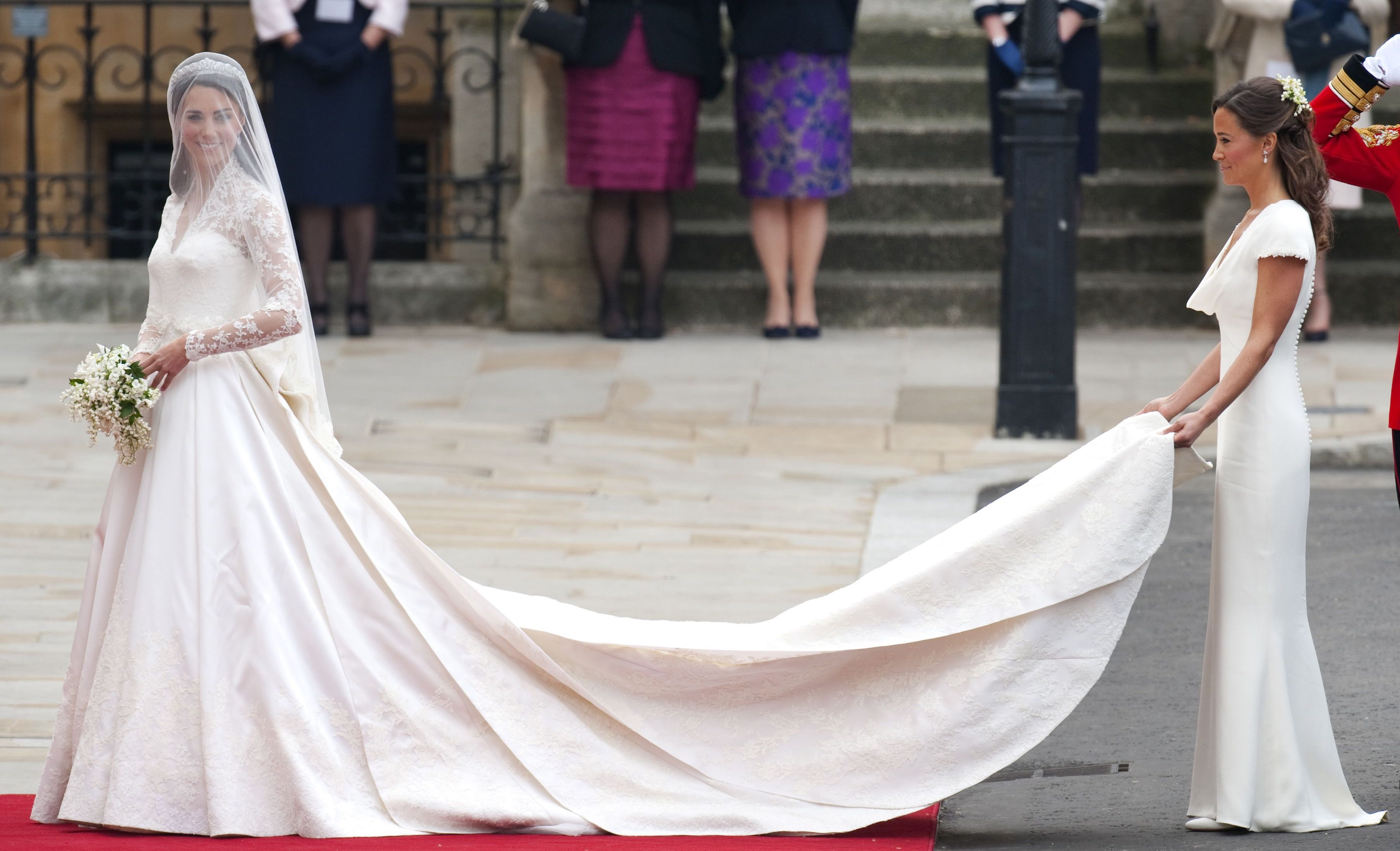 Meghan Markle to follow in Kate Middleton\'s bridal fashion footsteps