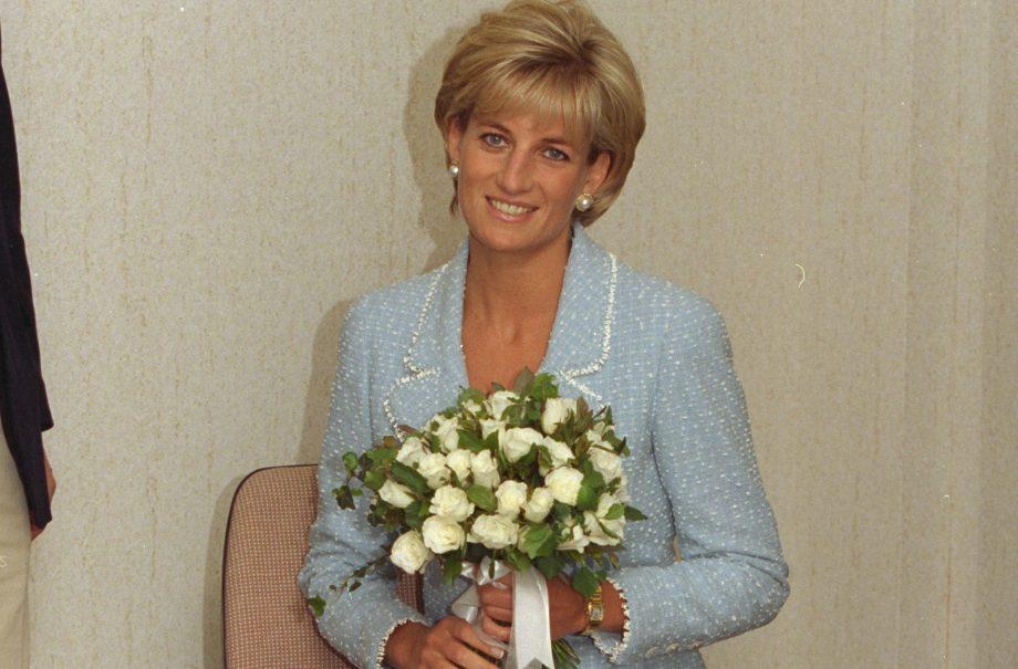 Princess Diana white roses bouquet similar Meghan Markle