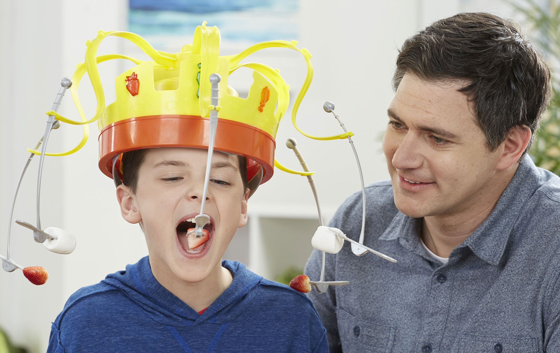 Your Family Needs The Hilarious Chow Crown For Your Next