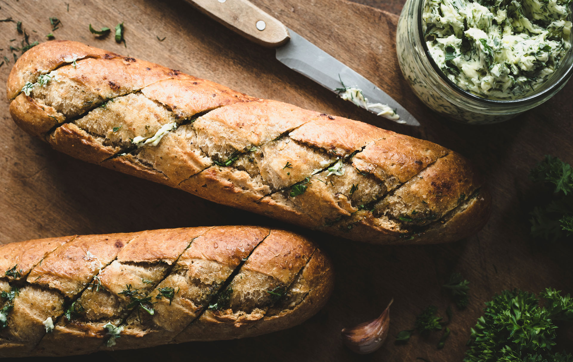 This garlic bread recipe is totally addictive