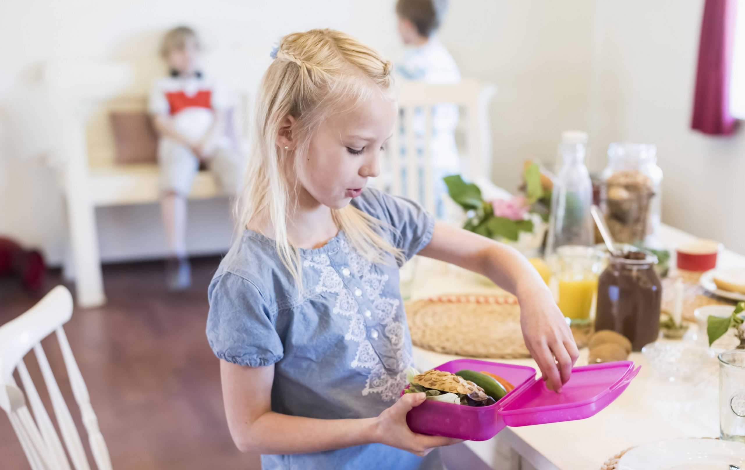 child with lunchbox