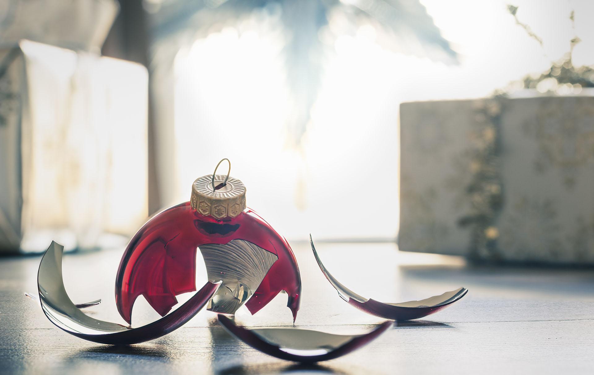 Home Bargains' Christmas bauble bag