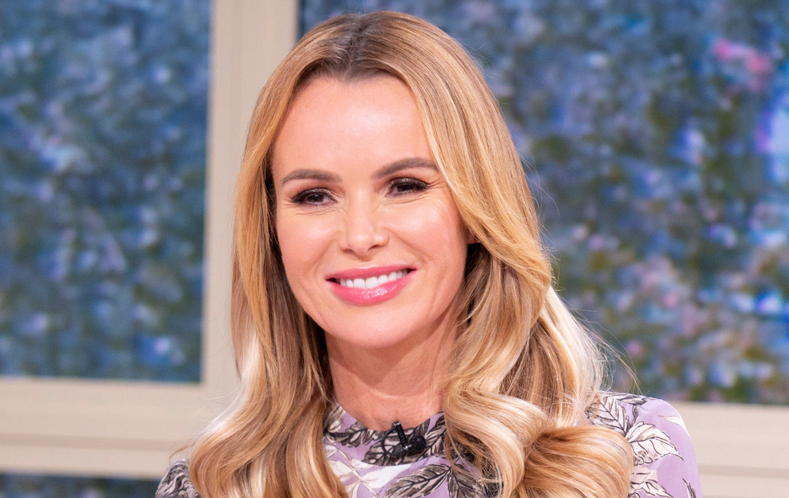 Amanda Holden Sex Video amanda holden defends kissing her six-year-old daughter on