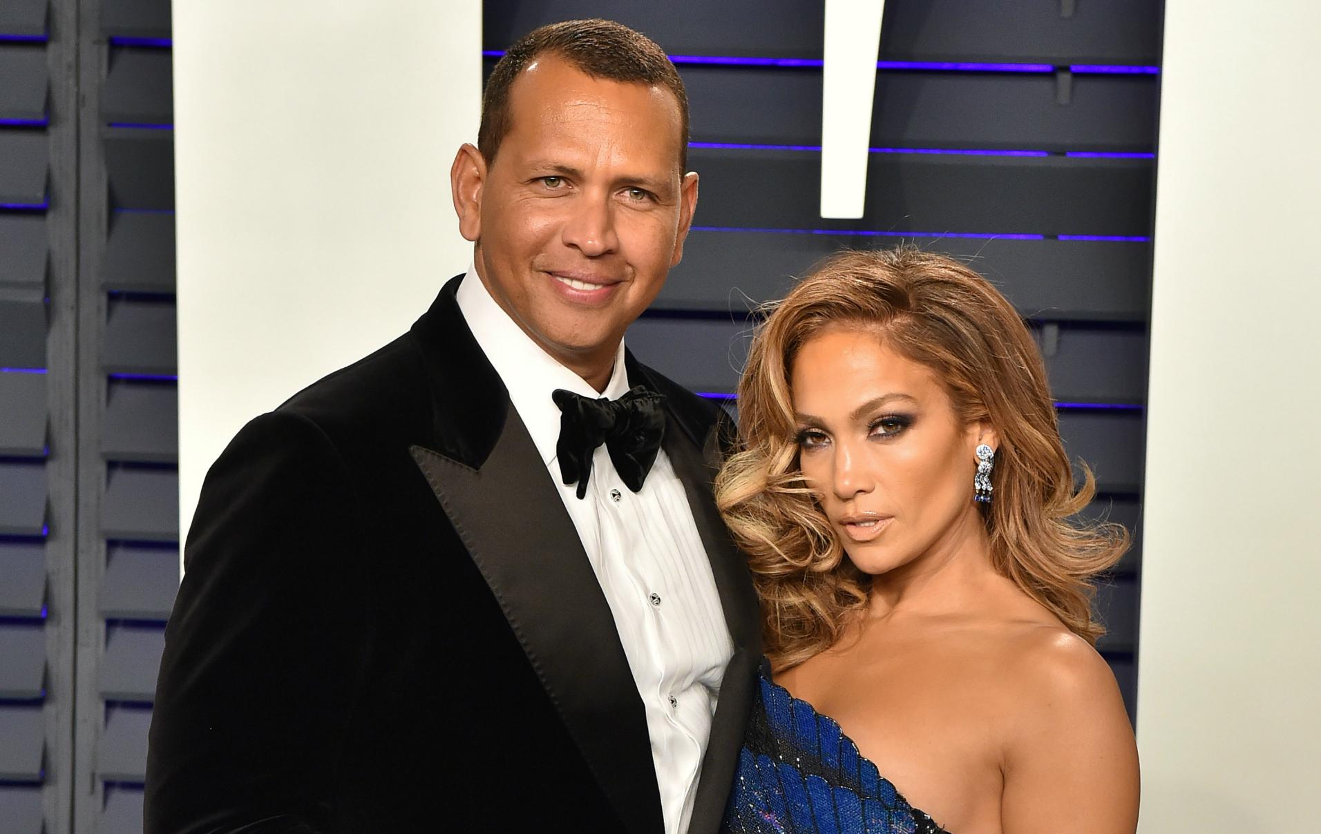 Jennifer Lopez Announces Engagement To Boyfriend Alex Rodriguez