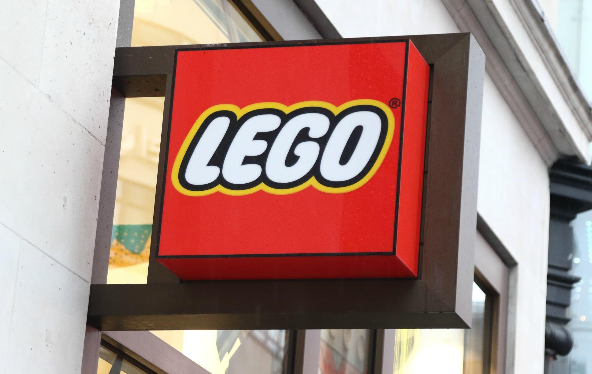 Lego promises more females