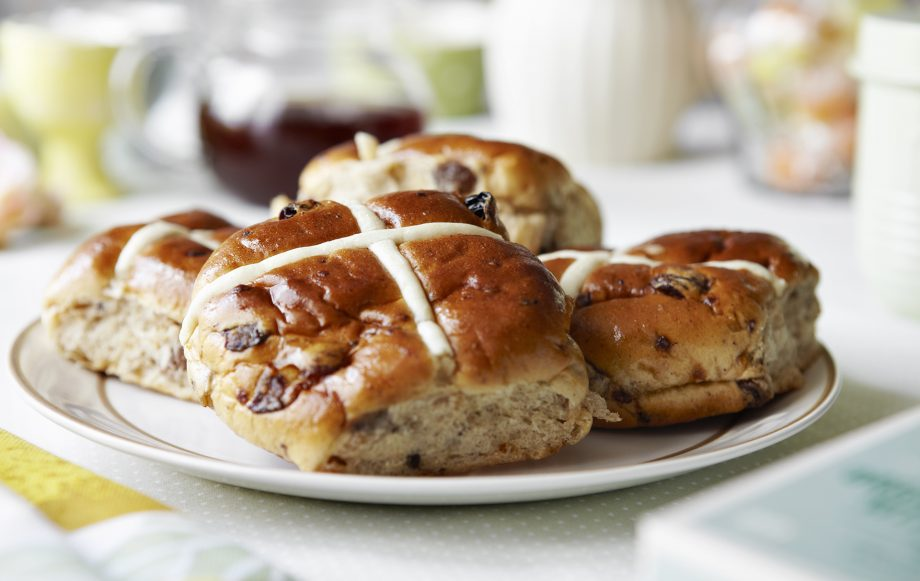 Dog owners warned about 'toxic' hot cross buns after pet nearly dies