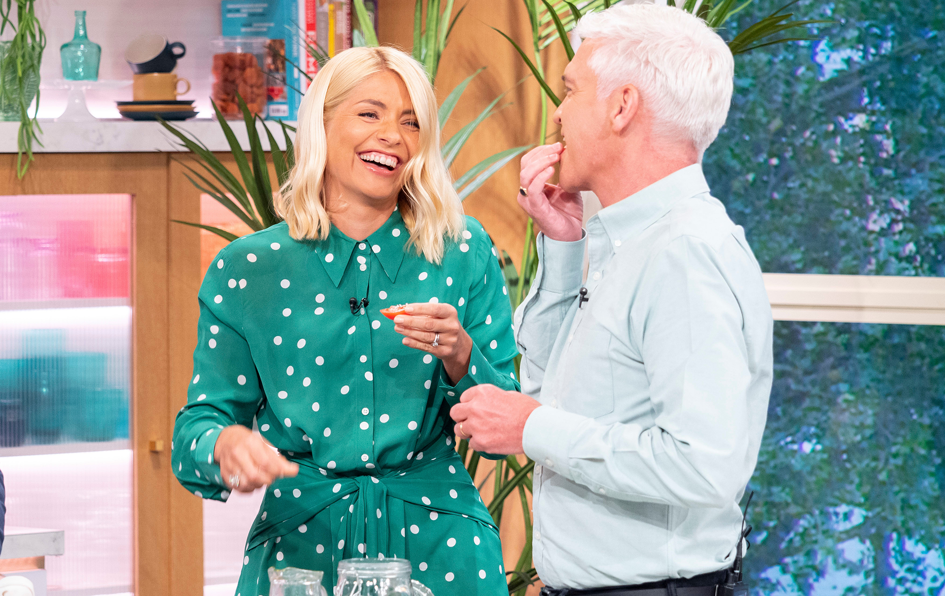 holly willoughby criticised tan