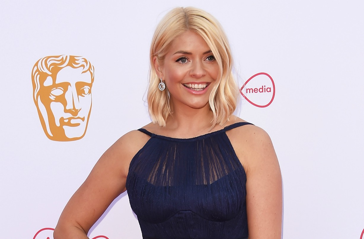Holly Willoughby shares rare picture