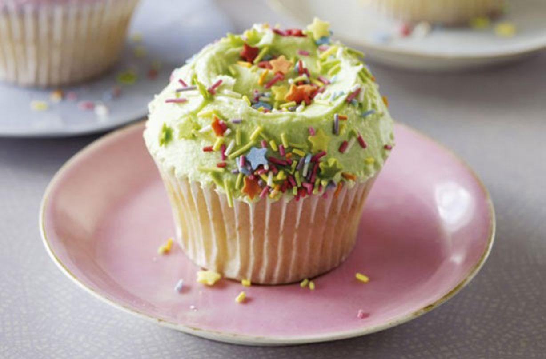 Miraculous The Hummingbird Bakery Vanilla Cupcakes American Recipes Funny Birthday Cards Online Necthendildamsfinfo