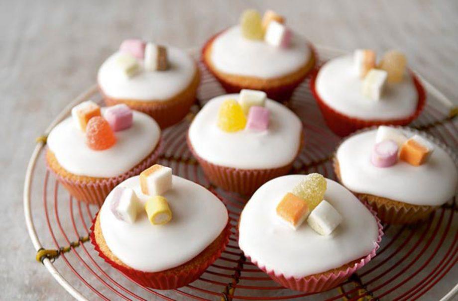 Mary Berry's iced fairy cakes recipe